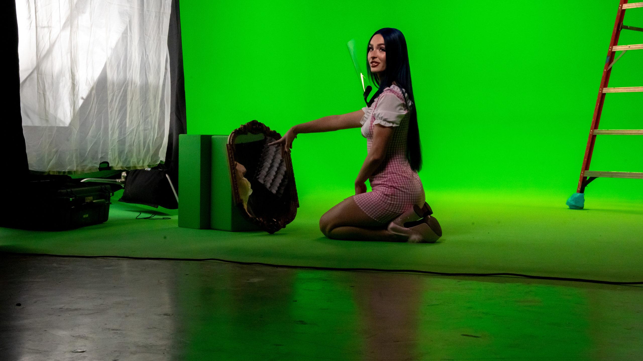 Greenscreen video shoot mirror